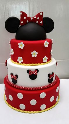 Birthday Cake Decorating Girls Minnie Mouse Ideas For 2019 Minni Mouse Cake, Bolo Do Mickey Mouse, Bolo Minnie, Minnie Mouse Birthday Cakes, Minnie Cake, Mickey Birthday, 17 Birthday Cake, Birthday Cake Decorating, Cupcakes Decorating