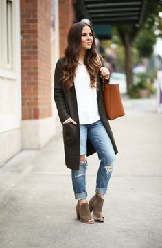 """Last week, I went to a fall trends event with my friend Kadee. At one point she commented on how long cardigans had come back in style full force and we were both like, """"yes!"""" Because long cardigans are the best thing ev"""