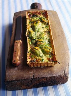 Quiche of zucchini flowers stuffed Quiches, Healthy Cooking, Cooking Recipes, Italy Food, Pizza, Italian Recipes, Italian Cooking, I Love Food, Finger Foods