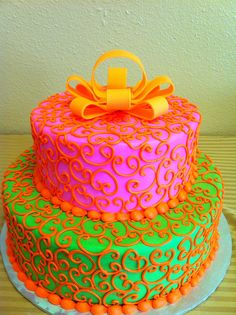 No bow, I don't do fondant. But the rest is pretty.