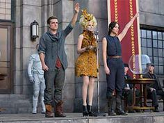 They're back: (L-R) Josh Hutcherson, Elizabeth Banks and Jennifer Lawrence are seen in character as Peeta Mellark, Effie Trinket and Katniss Everdeen in a new film still from The Hunger Games: Catching Fire The Hunger Games, Hunger Games Movies, Hunger Games Catching Fire, Hunger Games Trilogy, Hunger Games Salute, Katniss Everdeen, Katniss E Peeta, Mockingjay, Jena Malone