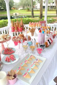 """A great idea to have a Ice cream sundae dessert table for a birthday party. This is great for children's parties, as well as adults who just """"love"""" ice cream sundae desserts! Sundae Party, Graduation Diy, Graduation Decorations, Graduation Parties, Graduation Centerpiece, Ice Cream Social, Batman Party, Festa Party, Ice Cream Party"""