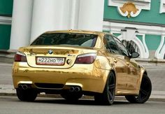 BMW E60 M5 gold