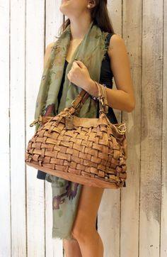 """Handmade woven leather bag """"INTRECCIATO 39"""" di LaSellerieLimited su Etsy"""