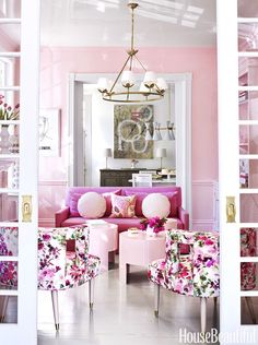The interior of this beautiful 1892 Virginia townhouse is designed by Suellen Gregory and it's covered mostly in pink! Can the designer p...