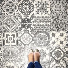 @parisianfloors I want those @andres_sendra_shoemaker shoes. #iwantthoseandressendrashoes #floor#lookdown#goingplaces#ihavethisthingwithtiles#ihavethisthingwithfloors#TileAddiction#selfeet#fromwhereistand#carrelage by mmmina