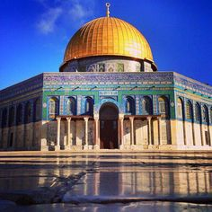 Dome of the Rock: a truly beautiful work of art, Israel. Palestine Art, Palestine History, Persian Architecture, Art And Architecture, Islamic World, Islamic Art, Naher Osten, Israel, Dome Of The Rock