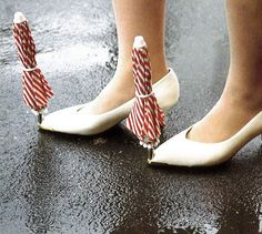 The perfect shoe protector for the Northwest! shoe_waterproofing_device_chindogu_sillymarket