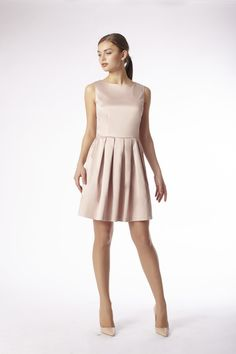 emploi New York Jane Dress - Nude Rose -Get this 9-to-5 staple that holds its own in any work environment. A subtle pleated skirt ensures a super flattering fit that is guaranteed to fetch glances.