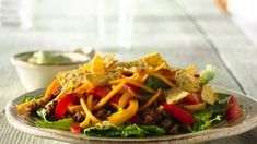 Ground Beef Fajita Taco Salad with Creamy Guacamole Dressing. Here's a great-tasting taco salad with tons of flavor. It's worth the extra-effort to make your own dressing. Taco Salad Recipes, Mexican Food Recipes, Dinner Recipes, Healthy Recipes, Ethnic Recipes, Mexican Dishes, Mexican Meals, Pork Recipes, Mexican Cooking