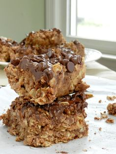 No-Bake Chocolate Oat Bars - Need a sweet treat that doesn't require heat? Try our No-Bake Chocolate Oat Bars! This simple delight whips up quickly and mixes crunch with chocolate taste. == CLICK THROUGH TO SEE! Chunky Peanut Butter, Peanut Butter Roll, Butter Bar, Cookie Butter, Vegan Butter, Magic Chocolate, Chocolate Chip Oatmeal, Chocolate Chips, Chocolate Drizzle