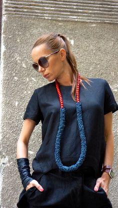 NUOVA collezione autunno 2016 stravagante Navy & rosso vera pelle collana lunga con perle/fatto a mano unico accessorio di AAKASHA A16534 di Aakasha su Etsy https://www.etsy.com/it/listing/473601072/nuova-collezione-autunno-2016