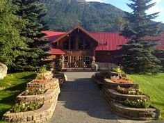 Add some luxury to your Alaska Highway road trip with a stay at the Kenai Princess Wilderness Lodge on the Kenai Peninsula. #boomer #travel