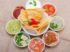 Paleo chips and salsas Salsa Bar, Sauce Salsa, Gluten Free Recipes, My Recipes, Favorite Recipes, Tzatziki, Menu Leger, Paleo Chips, Sauces