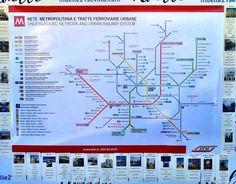 Italia también estuvo muy presente. El 'seating plan', con el mapa de metro de Milán, como ejemplo. #bodas #detallesbodas #organizacionbodas #bodaensevilla Line Chart, Urban, Maps, Gift, Italia