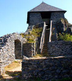 15 misztikus várrom Magyarországon | femina.hu Salgó Medieval Castle, Homeland, To Go, Europe, Building, Places, Travel, Humor, Nature