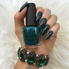 🍂Thinking about fall🍃 Love this color! 👉🏼 I used AmazOn-AmazOff by #opi @opi_products Apaixonada por este ton de verde! 🌿🍃