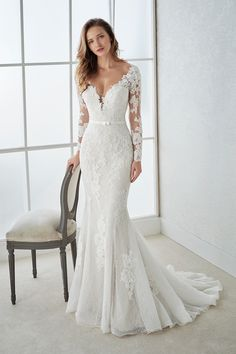 2018 V Neck Long Sleeves Mermaid Lace Wedding Dresses With Applique And Sash