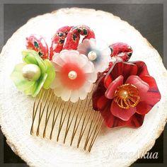 ナナアクヤデザイン監修のプラバンのキット全9種より4つ目のご紹介。 『花の櫛飾り 〜舞姫〜』  This flower hair comb is also made of NanaAkua's shrink plastic accessory kit.  全国のトーカイさん系列にて発売中です。 Now on sale at Tokai: craft store.  こんなに複雑そうに見えますが、こちらもワイヤーとボンドだけでアクセサリーに仕上げられます。  もちろん色もお好みに変えてのアレンジもオススメです。  #shrinkplastic #shrinkplasticjewelry #handmade #handmadeaccessory #handmadejewelry #accessories #jewellery #craft #diy #handicraft #flower #NanaAkua #ナナアクヤ #プラバン #プラバンアクセサリー #立体プラバン #プラ板 #ハンドメイド #花プラバン #キット #トーカイ #TOKAI #クラフトハートトーカイ…