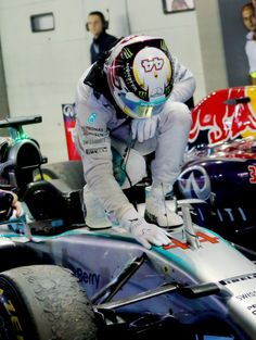 win of the season (Singapore GP Career win, best in British records behind Nigel Mansell ahead of Sir Jackie Stewart Lewis Hamilton Formula 1, Nigel Mansell, Jackie Stewart, Motorcycle Jacket, Singapore, Career, British, Racing, Carrera