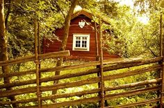 Soldattorpet (The Soldier's Hut) at Skansen Open Air Museum in Stockholm, Sweden. This particular house represents the province of Småland. By: Anna Schröder.  #svezia #bosco #natura #cottage #campagna