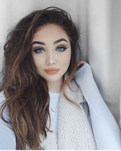 The new 2017 just arrived, and we have already started to notice all the major trends that will domi Cat Eye Makeup, Smokey Eye Makeup, Beauty Makeup, Face Makeup, Hair Beauty, Makeup Pics, Hena, Eye Make Up, Gorgeous Hair