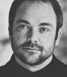 Mark Sheppard as Crowley in Supernatural Mark Sheppard, Crowley Supernatural, Angels And Demons, Super Natural, Sci Fi Fantasy, Destiel, Beautiful Family, Superwholock, Best Shows Ever