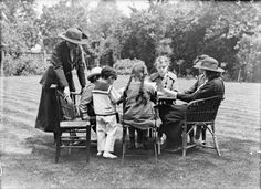 Girl Guides teach refugees English, 1914 Church Windows, Women's History, Girl Guides, Girl Scouts, First World, Old Photos, World War, Brownies, Lord