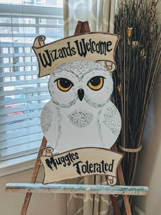 place to buy and sell all things handmade Hedwig Harry Potter Door Hanger Hedwig Harry Potter, Baby Harry Potter, Harry Potter Halloween, Harry Potter Motto Party, Cadeau Harry Potter, Harry Potter Fiesta, Cumpleaños Harry Potter, Harry Potter Classroom, Harry Potter Bedroom