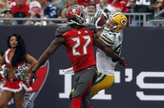 Football Fans Reportedly Struck By Lightning Following PackersBuccaneers Game In Florida - BuzzFeed News - http://edgysocial.com/football-fans-reportedly-struck-by-lightning-following-packersbuccaneers-game-in-florida-buzzfeed-news/