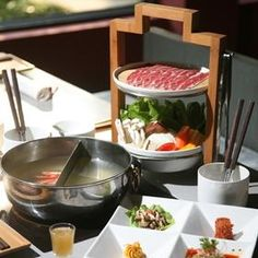 Qimin Hotpot in Shanghai. Organic is the focus at this Chinese style hot pot res. Restaurant Tables, Restaurant Design, Restaurant Ideas, Chinese Style, Chinese Food, Chinese Design, Chinese Hotpot, Hotpot Restaurant, From Farm To Table