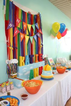 Fiesta Infantil decorado con tiraras de papel muy original.