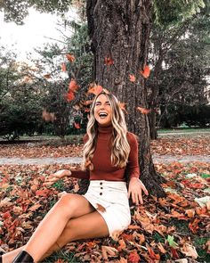 Here is Fall Senior Pictures Outfit Ideas Pictures for you. Fotografie Portraits, Fashion Fotografie, Cute Fall Outfits, Fall Winter Outfits, Autumn Winter Fashion, Fall Fashion, Fashion 2018, Fall Skirt Outfits, Autumn Aesthetic Fashion