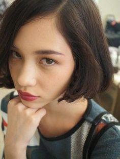 Kiko Mizuhara, that lip. What a colour! Kiko Mizuhara, Girl Short Hair, Belleza Natural, Hair Designs, Bob Hairstyles, Girl Haircuts, Hairdos, Hair Goals, New Hair
