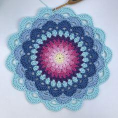 Magic water lily mandala crochet mandala pattern, crochet stitches chart, c Crochet Dreamcatcher Pattern, Crochet Mandala Pattern, Crochet Doily Patterns, Crochet Art, Crochet Squares, Thread Crochet, Cute Crochet, Crochet Crafts, Crochet Doilies