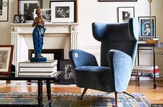 The Paris apartment of Italian shoe designer Fabrizio Viti is filled with interesting objets d'art as one would expect from this talented and creative mind