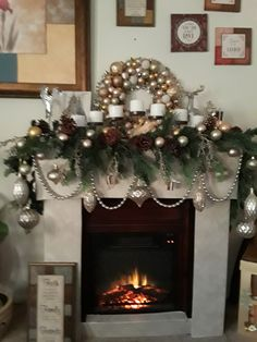 Christmas Fireplace Garland, Christmas Wreaths, Christmas Decorations, Holiday Decor, Christmas Flower Arrangements, Flowers, Home Decor, Fire Places, Christmas Floral Arrangements