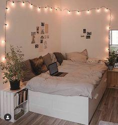 Cute Bedroom Decor, Teen Room Decor, Stylish Bedroom, Room Ideas Bedroom, Small Room Bedroom, Girls Bedroom, Bedroom Inspo, Girl Room, Girl Bedroom Designs