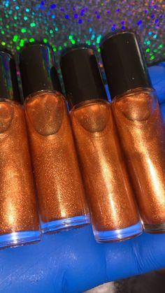 Body Glitter Spray, Shimmer Body Oil, Diy Lip Gloss, Perfume, The Body Shop, Diy Beauty, Making Ideas, Skin Care, Natural Oils