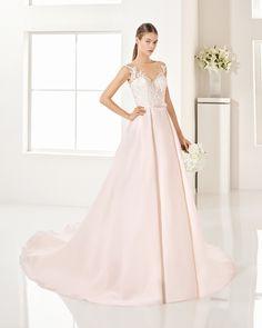 Vestido de gazar encaje y pedreria disponible en rose/nude y natural. Colección…