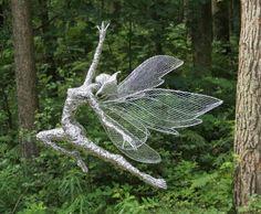 Robin Wight& stunning and stunning wire fairy sculptures Robin Wight, Wire Art Sculpture, Modern Sculpture, Wire Sculptures, Chicken Wire Art, Sculptures Sur Fil, Fantasy Wire, Elfen Fantasy, Fairy Figurines