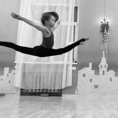 Ballerina, Flexibility, Ballet Skirt, Videos, Red, Instagram, Fashion, Moda, Tutu