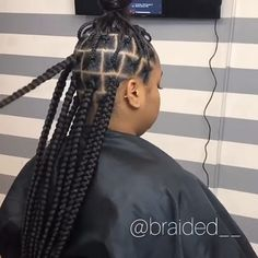 How to style the box braids? Tucked in a low or high ponytail, in a tight or blurry bun, or in a semi-tail, the box braids can be styled in many different ways. Box Braids Hairstyles, Shaved Side Hairstyles, French Braid Hairstyles, Winter Hairstyles, Large Box Braids, Short Box Braids, Blonde Box Braids, Jumbo Box Braids, Rubber Band Box Braids