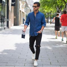 If you are looking for fresh ways to wear your ripped jeans, take notice of this menswear influencer & street style star Kosta Williams. He is sporting the ripped jeans very often and in many cool ways. Mens Fashion Blog, Star Fashion, Urban Fashion, Men's Fashion, Fashion Lookbook, Fashion Sale, Fashion Black, Fashion Outlet, Daily Fashion