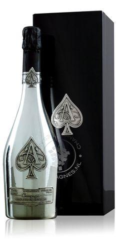 9 beste afbeeldingen van armand de brignac champagne champagne champagneflessen en bubbels