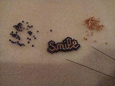 Ce soir c'est le #tricothé et on avance dans les projets perles ! #smile #perleaddict #perleaddictannonyme #brickstitch #jenfiledesperlesetjassume #jenfiledesperlesetjaimeca #miyukidelica #miyuki #perles #DIY #motifmariepilard