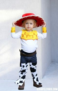 How to make a Jessie From Toy Story Costume using everyday clothing. NO sewing needed! Jesse Toy Story Costume, Toy Story Halloween Costume, Harry Potter Halloween Costumes, Toy Story Costumes, Toddler Costumes, Halloween Costumes For Kids, Halloween Ideas, Halloween 2015, Woody And Jessie Costumes