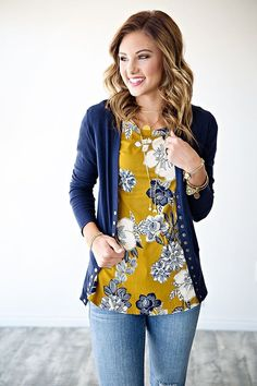 Love this color! Floral top and cardigan js my jam! Love this color! Floral top and cardigan js my jam! Love this color! Floral top and cardigan js my jam! Cardigan Outfits, Casual Outfits, Cute Outfits, Floral Shirt Outfit, Floral Outfits, Fashion Victim, Floral Tops, Floral Shirts, Look Fashion