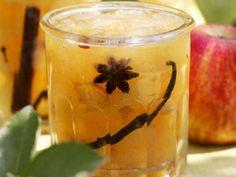 AlmaKorteLekvar -  1 kg Äpfel 500 g Birnen ½ l Wasser ¼ l Weißwein  2 EL Honig 1 kg Gelierzucker 2 Vanilleschote  2 Sternanis