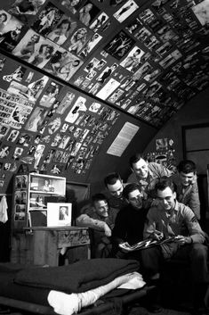 WWII GIs with their pin-up photo collection